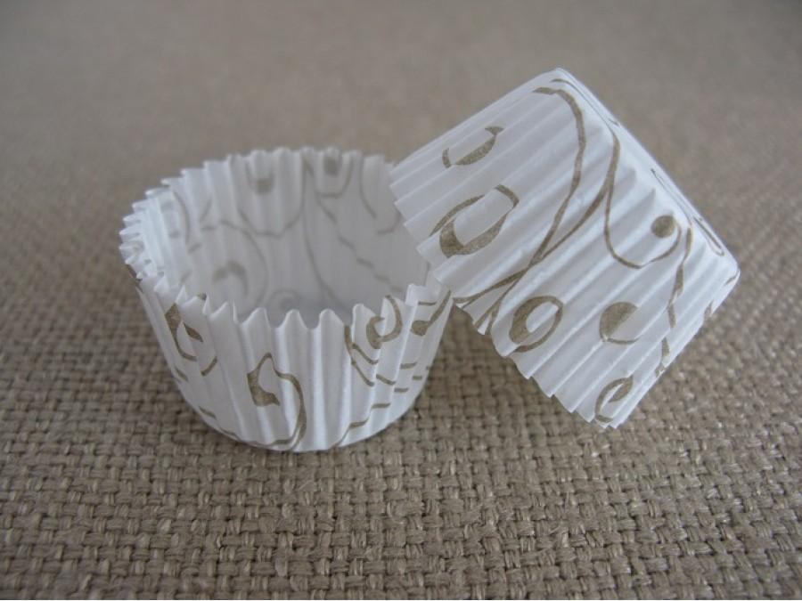 Бумажная формочка для конфет Белая с золотом 30х24, 50 шт